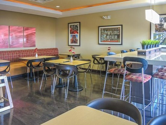 TownePlace Suites Bowling Green: Morning breakfast served here