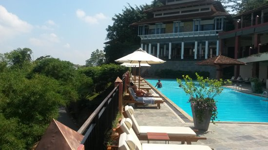 Amaya Hills: Pool area and view