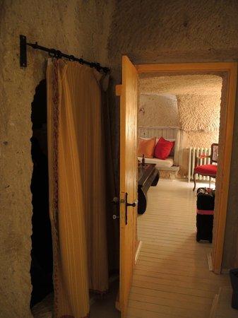 Hezen Cave Hotel : room