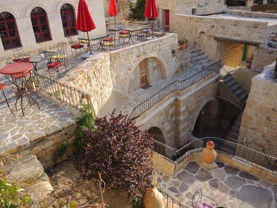 Hezen Cave Hotel : grounds