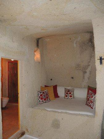 Hezen Cave Hotel : bedroom