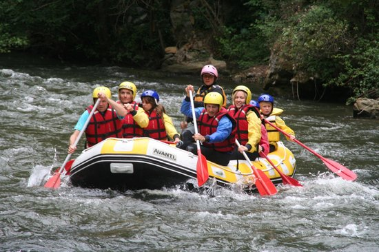 Hotel Axat : Rafting at the Aude river just near the hotel.