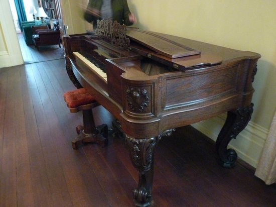 Redcliffe Plantation State: piano