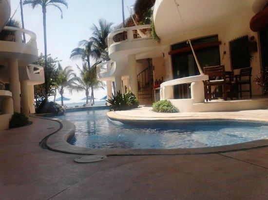 Playa Palms Beach Hotel: La vista desde una de las habitaciones, directo la alberca y caminas un poco y está la playa.