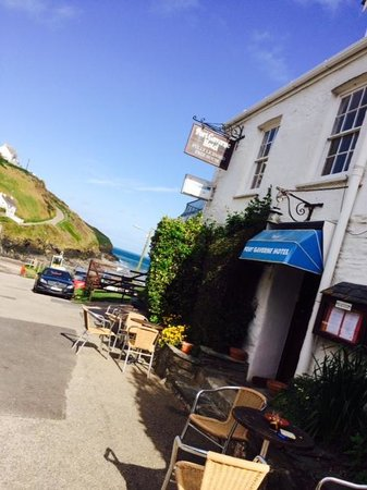 Port Gaverne Hotel: Front of hotel