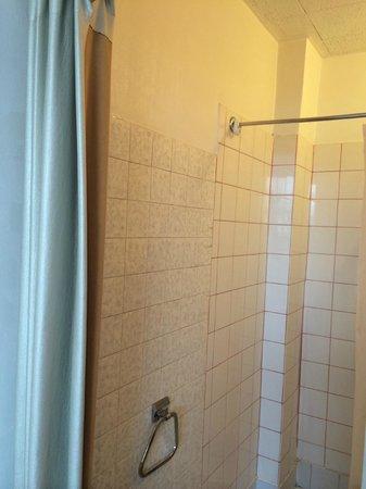 La Villa Saint Pierre : bathroom with no door