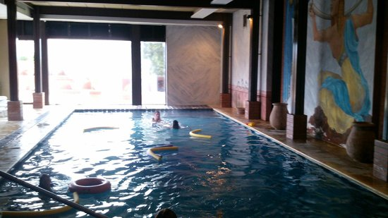 Unique Luxury Colony Hotel: pileta climatizada