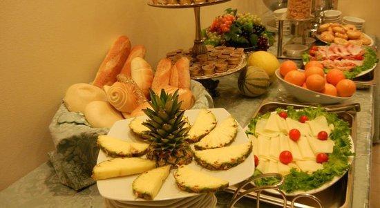 Hotel Delle Nazioni: Avete visto cosa sono in grado di fare con la Frutta???