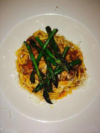 Ristorante Al Pugnalone: Fresh spaghetti with local sausage and asparagus