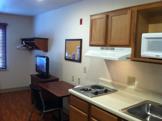 WoodSpring Suites Oklahoma City Northwest : comes with clean kitchen