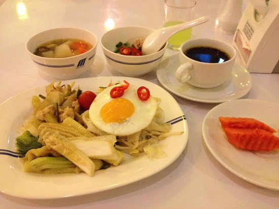 Metro Resort Pratunam: 朝食2 早めに行くべき