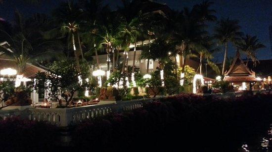 Anantara Riverside Bangkok Resort : Arrivée de nuit