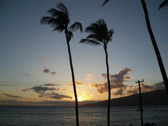 Maui Sunseeker LGBT Resort: Sunset view from Rooftop Deck