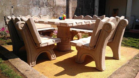 Hostal Calle Real: Comedor al aire libre para disfrutar del clima