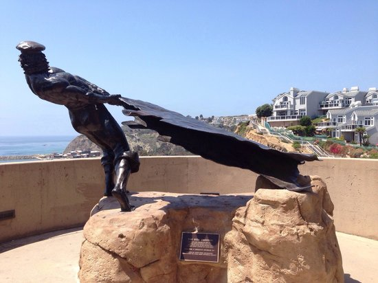 New England hide drouger atop Dana Point Bluff Top Trail