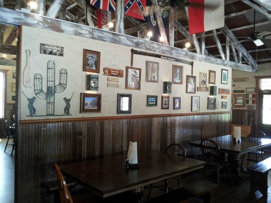 Sisterdale Smokehouse: Interior
