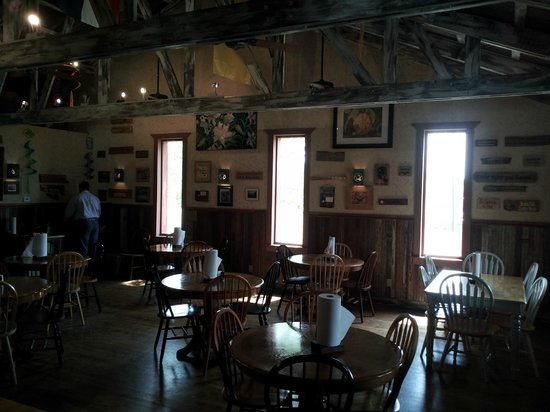 Sisterdale Smokehouse: Dining Room
