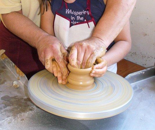 Lavorazione Della Ceramica.Le Mani Del Maestro Foto Di Ceramiche Torretti Visita