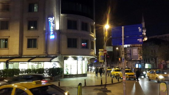 Radisson Blu Hotel, Istanbul Sisli : Hotel from outside