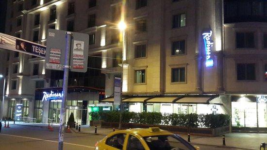 Radisson Blu Hotel, Istanbul Sisli : Hotel from outside 2