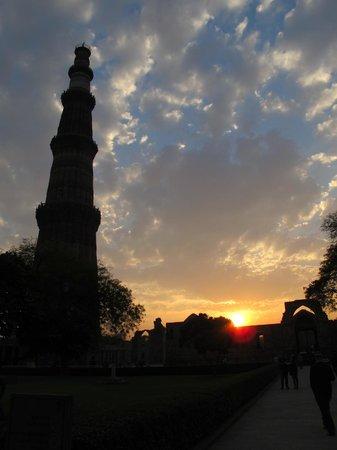 Mehrauli Archaeological Park: A torre Qutub ao por do sol