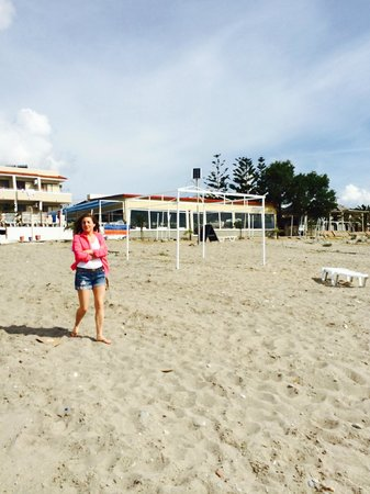 Sacallis Inn Beach Hotel: Beach April - Soon all dressed up