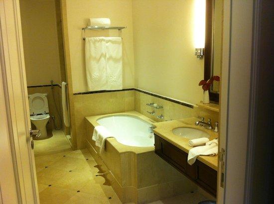 Belmond Copacabana Palace: Baño con jacuzzui/Banheiro com jacuzzi/Bathroom jacuzzi