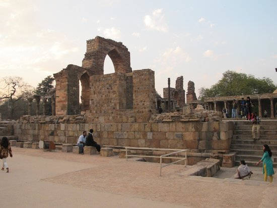 Mehrauli Archaeological Park: Ruinas
