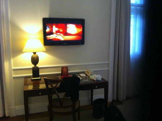 Belmond Copacabana Palace: Bedroom TV