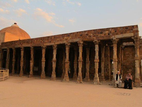Mehrauli Archaeological Park: Ruinas ao por do sol