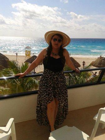 Flamingo Cancun Resort: Aqui en el balcón de la habitación