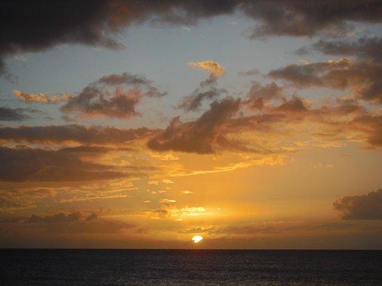 Maui Banyan Condos: Sunset