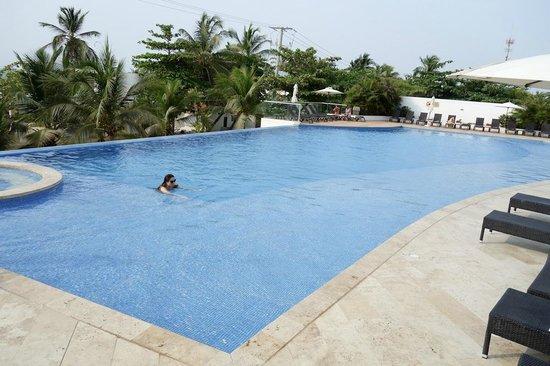 Sonesta Hotel Cartagena: Piscina infinita