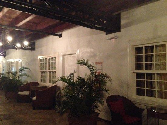 Hotel Luisiana: nice @ night too
