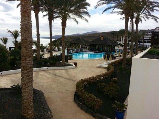Hesperia Lanzarote: Una vista lateral de una zona del Hotel