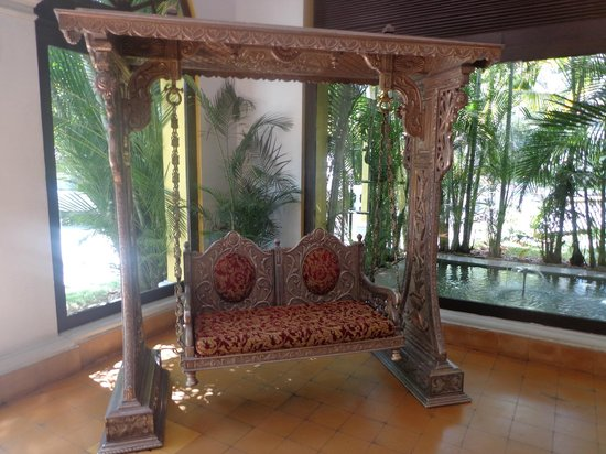 Royal Orchid Metropole Hotel : In the Lobby