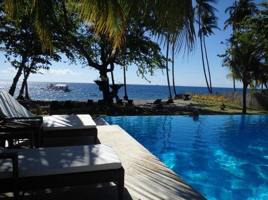 Atmosphere Resort: Pool looling out to sea