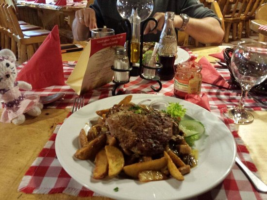 Buk, Ungarn: Essen