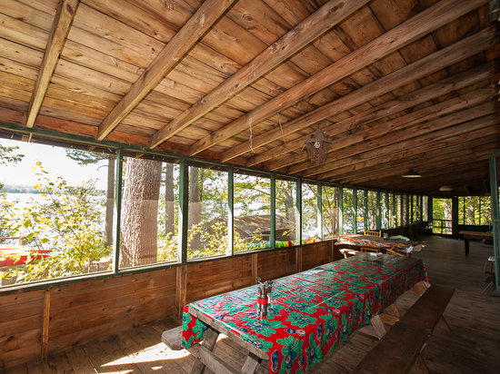 Sunset Lodge: Lodge Screened Porch