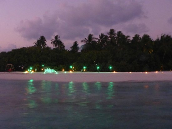 COMO Maalifushi, The Maldives : The staff were busy setting up for our private beach dinner while we were sipping cocktail at Ta