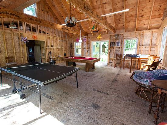 Sunset Lodge: Pool and Ping Pong Hall
