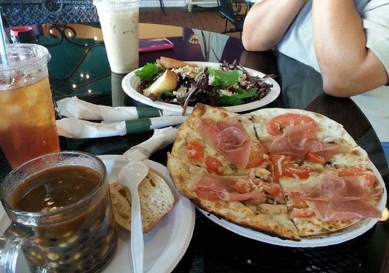 Ossorio Bakery & Cafe: Pizza, Salad and soup of the day