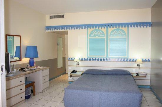 Carayou Hotel & Spa : Très  grande  chambre  avec  grand lit  propre ..