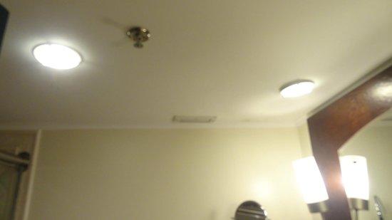 Sauipe Resorts: Banheiro sem ventilação com morfo devido a isso.