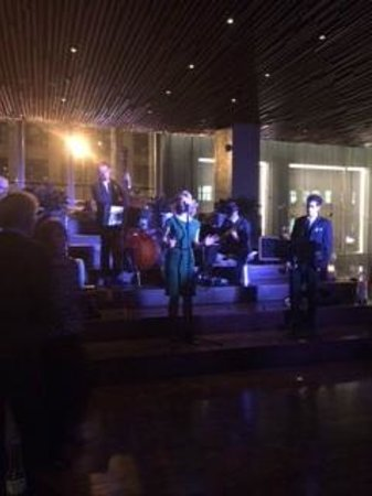 Row NYC Hotel: Wednesday night jazz band in lounge