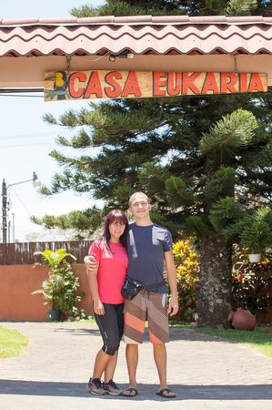 Casa Eukaria B & B: The owner in front of the dorway.