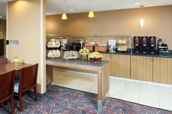 Sonesta ES Suites Minneapolis - St. Paul Airport: Complimentary hot breakfast is served daily.