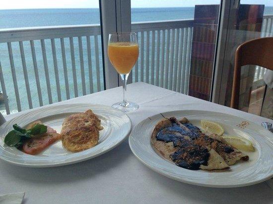 Hotel Balcon de Europa: Desayuno frente al mar