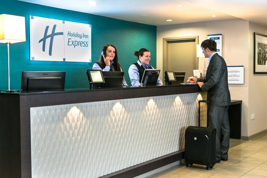 Holiday Inn Express Manchester Airport: Reception