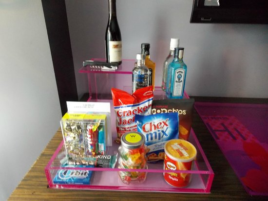 W Atlanta Downtown: The Snacks offered in our room :)